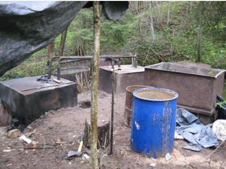 Naminukė Skuodo rajone buvo verdama prie pat upelio.