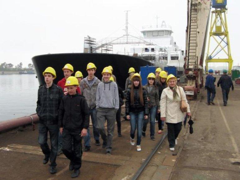 Vakarų laivų gamykloje rengiamos pažintinės ekskursijos mokiniams.