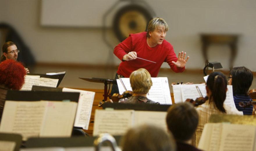 Šeštadienį publikai bus pristatytas naujasTaip pat publikai naujas dirigentas Normundas Vaicys iš Latvijos nacionalinės operos.