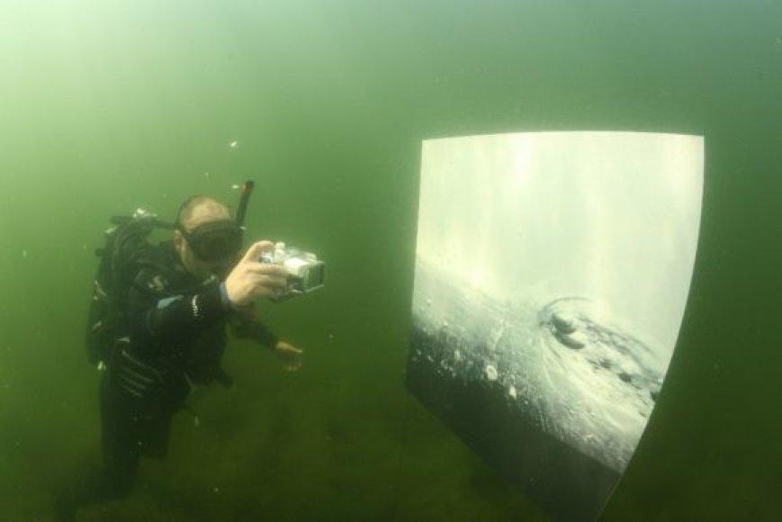 Platelių ežero vandenyse eksponuojama fotografijų paroda.