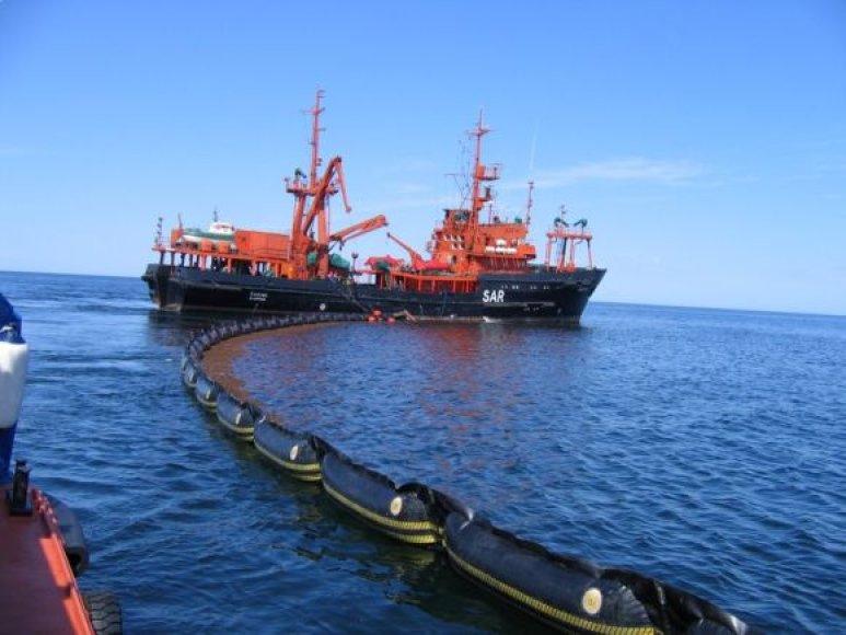 """Paieškos ir gelbėjimo ir teršalų likvidavimo laivas """"Šakiai""""."""