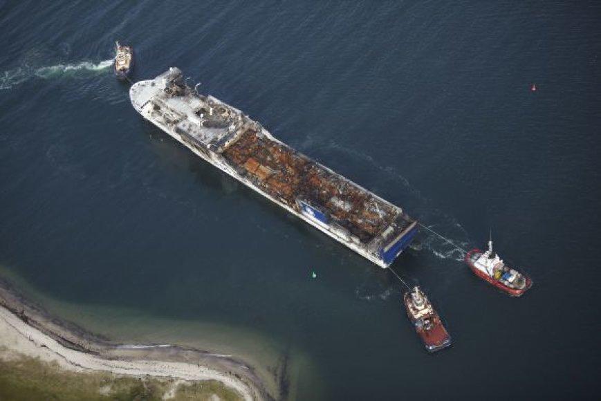 """Keltas """"Lisco Gloria"""" atitemptas į Fajardo laivų statyklą Danijos Odensės uoste."""