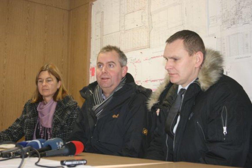 Uostamiestyje lankęsis FIBA Europe atstovas Richard Stoke (viduryje) teigė, jog pagrindo nerimui - nėra.