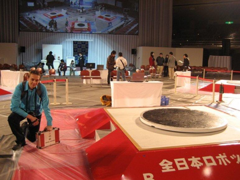 Vitalijus Rodnovas su komanda buvo pirmasis europietis patekęs į robotų varžybas Japonijoje.
