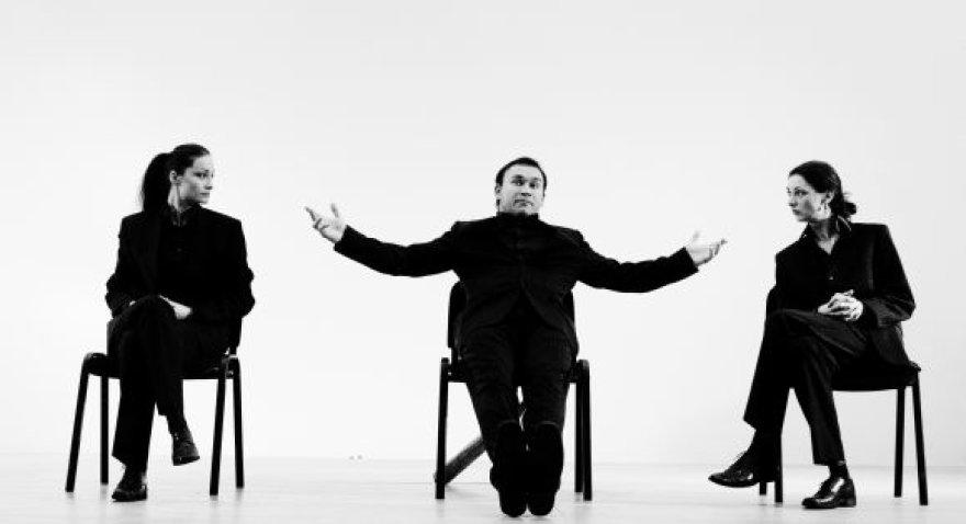"""""""Cezario grupė"""" parodys dviejų dalių spektaklį-antidepresantą apie lietuvišką tapatybę ir gyvenimo džiaugsmą."""