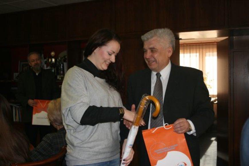 Studentė Valerija Černobrivec sukurė ženklą Klaipėdai, tapusiai Sveikų miestų tinklo nare.