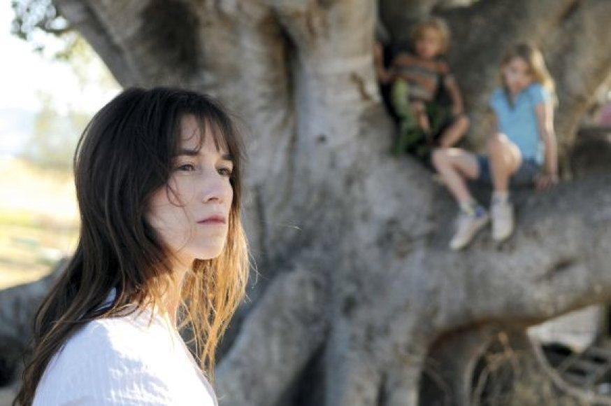 """Juosta """"Tėve mūsų, kuris esi medyje"""" Kanų kino festivalyje sulaukė ovacijų."""