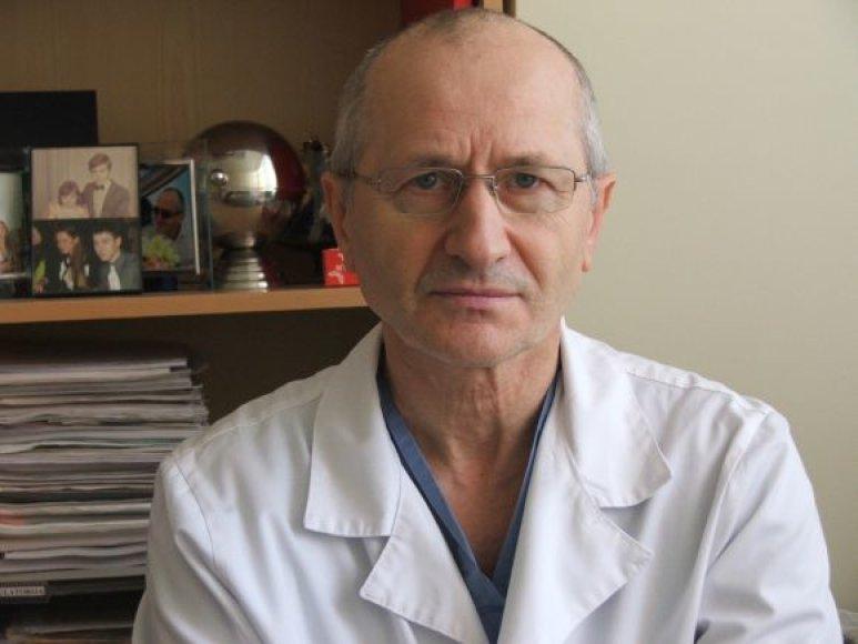 A.Gvazdaitis paauglį operavo lygiai 33 val., po operacijos atsigauti medikui prireikė kelių dienų.