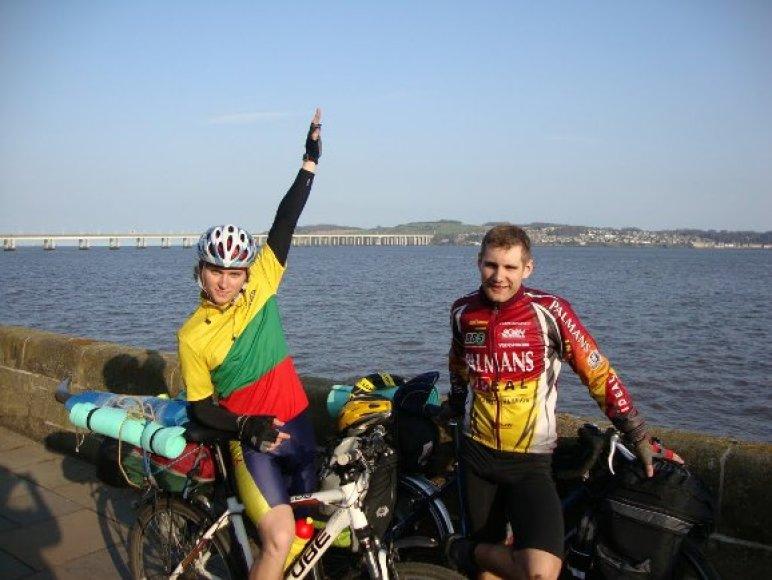 M.Paluikis (dešinėje)  ir jo bičiulis R.Balandis šią vasarą ruošiasi pagerinti savo pačių pasiektą rekordą.