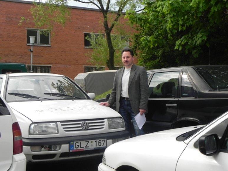 E.Kasperavičius teigė, kad policijai nebetinkami naudoti automobiliai aukcionuose yra išgraibstomi.