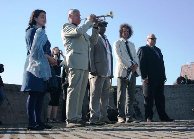 Festivalis oficialiai pradėtas Klaipėdos Piliavietėje trimito garsais.