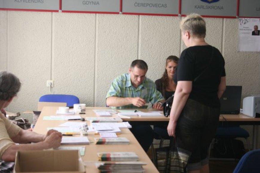 Klaipėdoje trečiadienį prasidėjo išankstiniai rinkimai į Seimą. Kol kas jie itin vangūs.