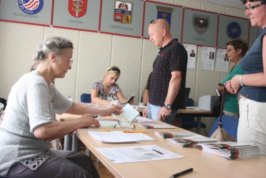 Klaipėdiečiai renka Seimo narį.