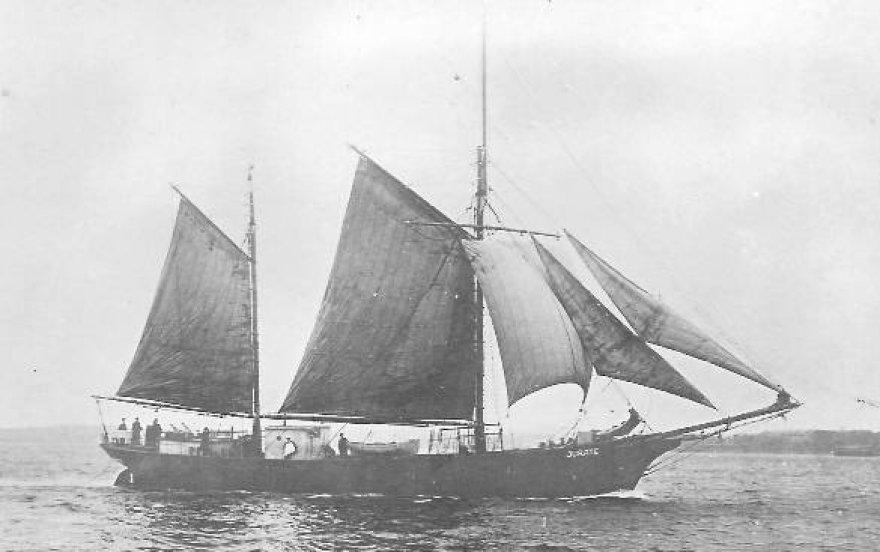 """Prekybinis motorinis burlaivis """"Jūratė"""" buvo pastatytas Kylyje 1920 m."""