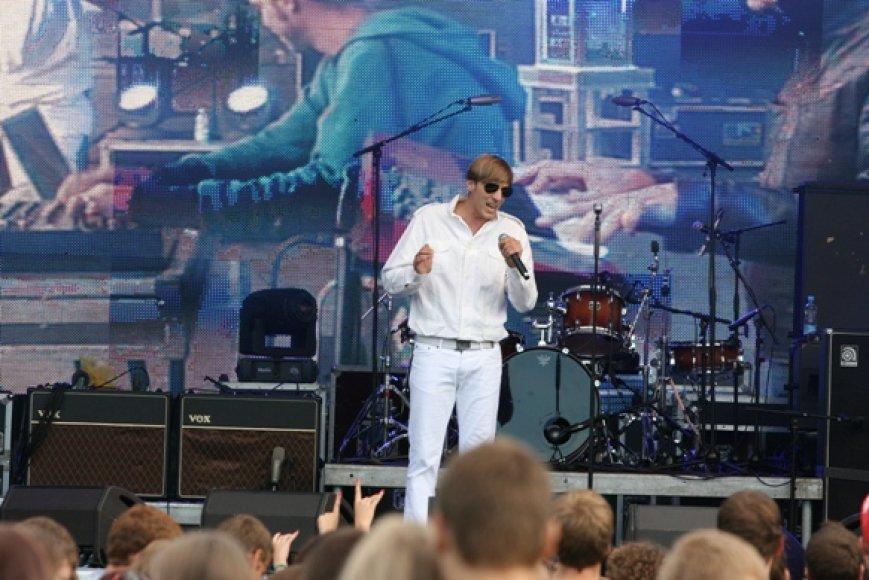 "Festivalį ""Karklė 2011"" atidarė grupė ""Happyendless""."