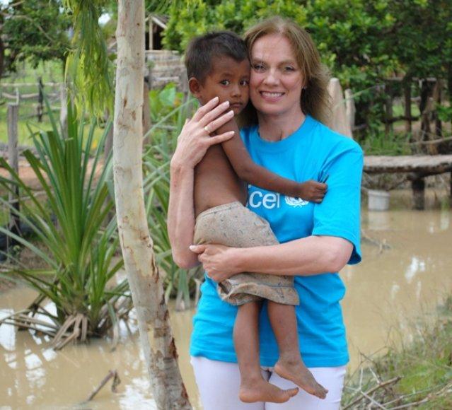 UNICEF Geros valios ambasadorė Virginija Kochanskytė Kambodžoje išvydo tikrąjį skurdą.