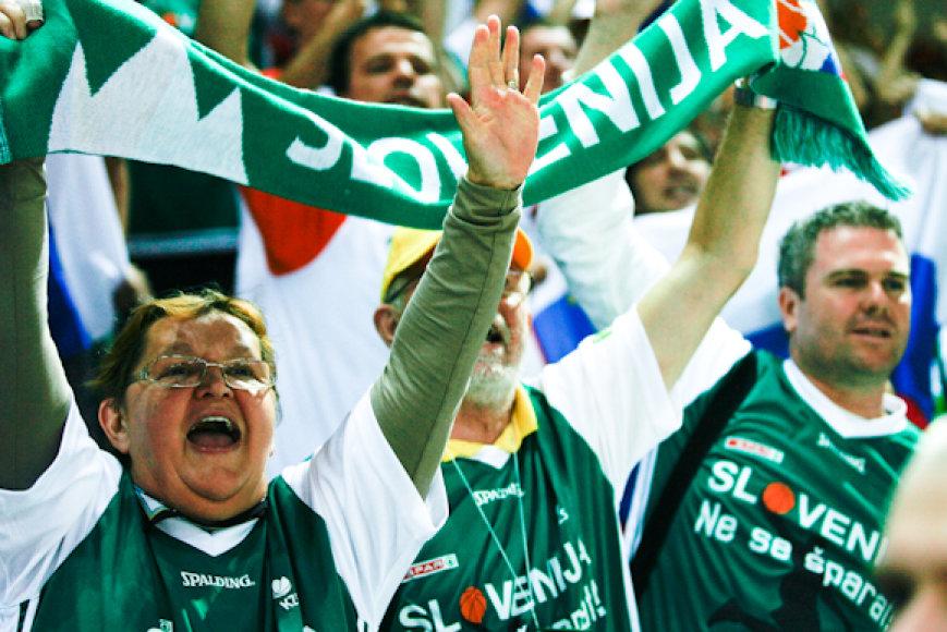 Slovėnijos sirgaliai triumfavo: pasiekta pirmoji pergalė.