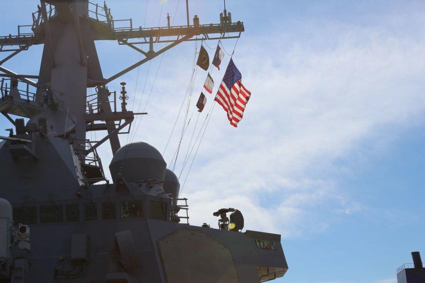 "A.Jašinskienės/15min.lt nuotr./Klaipėdoje vieši JAV karinis laivas ""USS Donald Cook"""