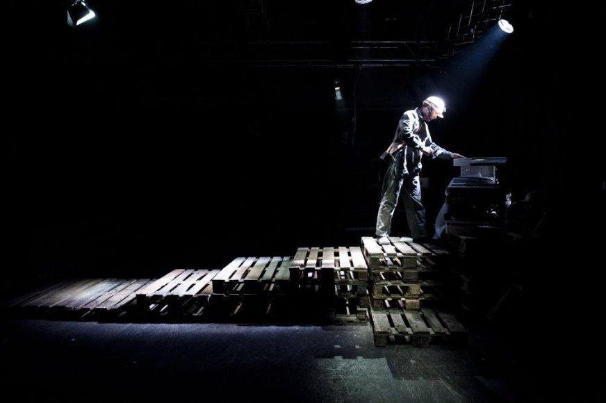 """Čekų """"Wariot Ideal"""" spektaklis – industrinis trileris """"PLATFORMA – pamirštas sektorius"""""""