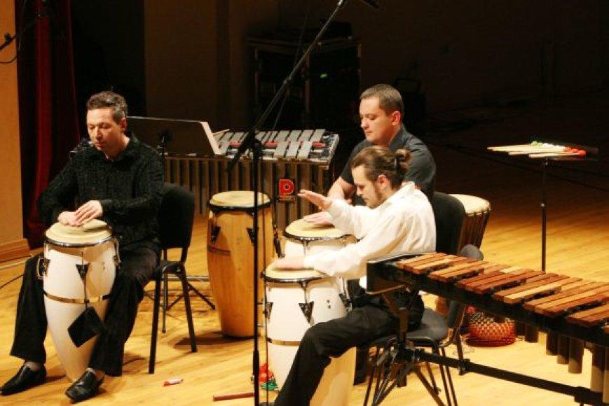 """Su programa """"Melodija ir ritmas. Pavasario kontrastai"""" jau rytoj publiką kaitins ansamblis """"Giunter Percussion""""."""