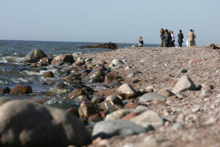 Šį mėnesį atvykstantiems į Karklės paplūdimius moksleiviai dalins nedidelius maišelius ir pirštines, ragindami surinkti šiukšles.
