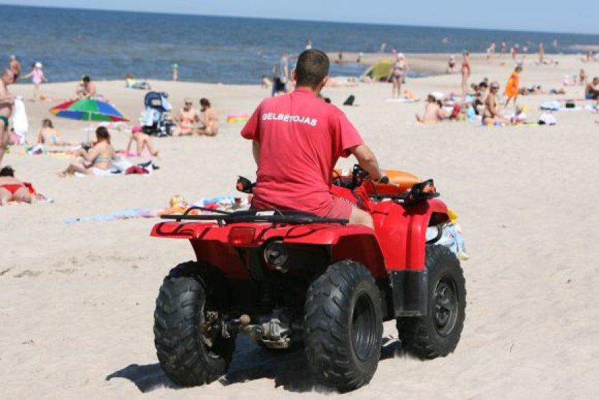 Šiemet paplūdimiuose dirbs apie 70 gelbėtojų. Jie budės 12-oje vietų.