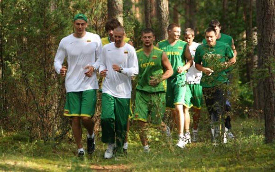IKrepšininkai miško takeliais bėgo krosą