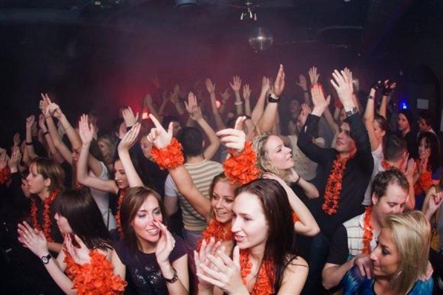 Šokių muzikos ir kokteilių bare Pop Star Bar šį savaitgalį vyks du vienas už kitą geresni vakarėliai.