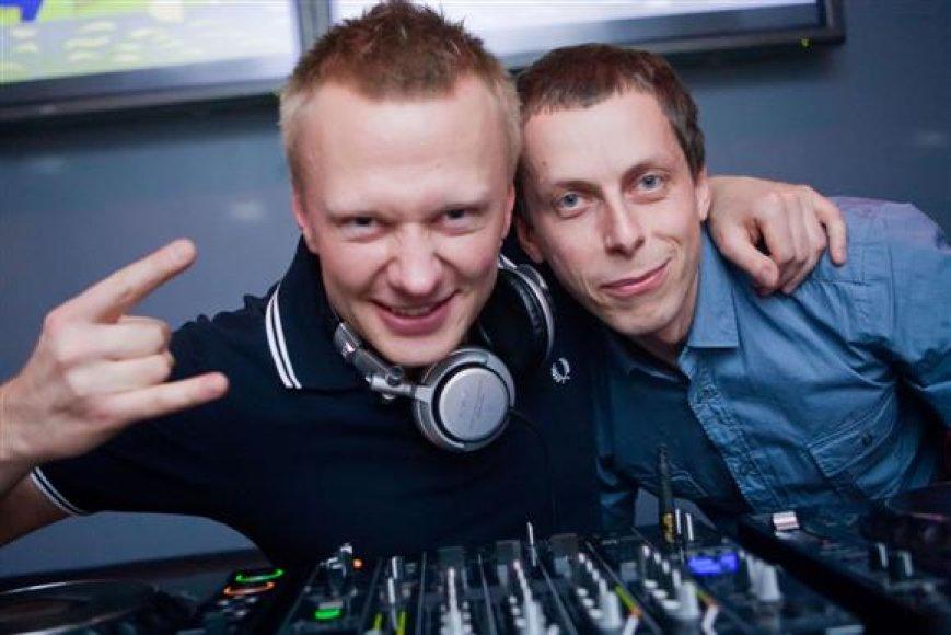 Nemokamai į Pop Star Bar penktadienį patekusiems Facebook draugams gros legendinis Ryralio DJ's duetas – Lauris Lee ir Karalius.