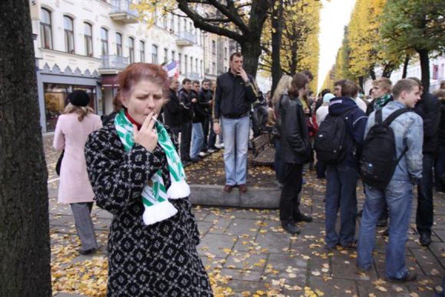 Sirgaliai jau yra rengę taikią protesto akciją. TIesa, tuomet kauniečiai būriavosi prie kito banko.