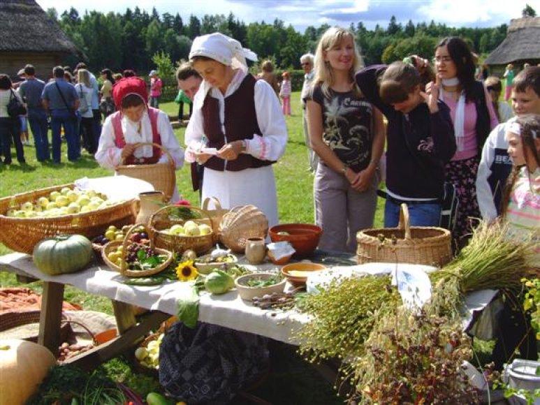 Sekmadienį atvykusieji galės ne tik papramogauti, bet ir paragauti originalių, pagal senolių receptus pagamintų patiekalų.