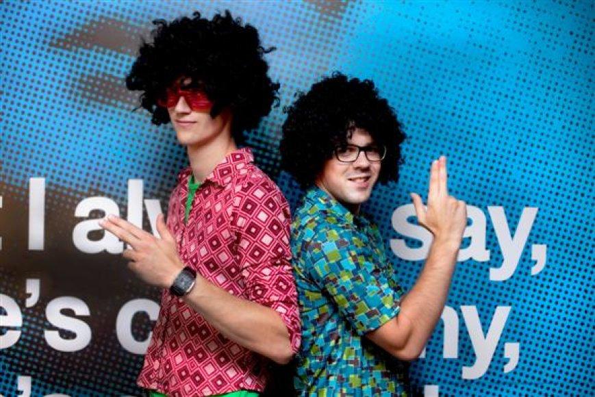 """Disco muzikos virtuozai iš Vilniaus - """"Disco Poppers"""" - šiandien linksmins Kaune įsikūrusio """"Pop Star Bar"""" lankytojus."""