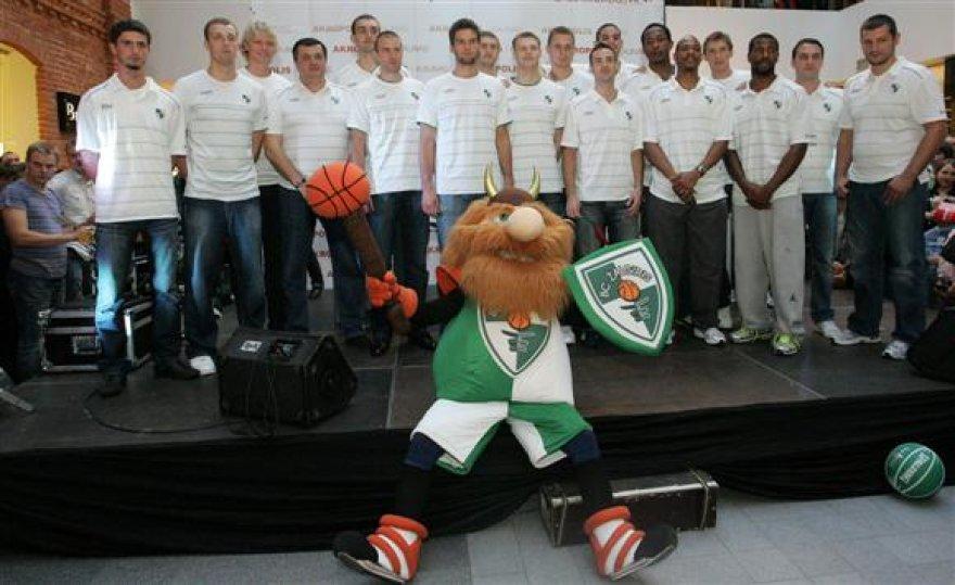 """Jau rytoj pirmąsias oficialias rungtynes žaisiančio Kauno """"Žalgirio"""" sudėtyje – net 14 krepšininkų."""