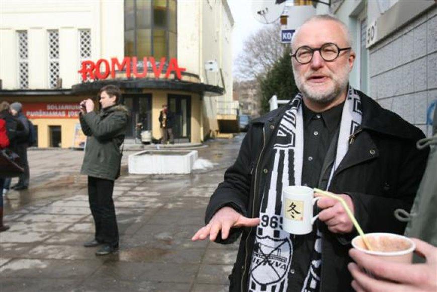 """Karalius vyliasi, jog iš kino teatrą uzurpavusių verslininkų ištrūkusi """"Romuva"""" ilgainiui taps visuotiniu traukos centru."""