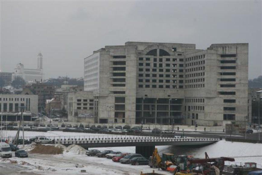 Planuojama, jog Kauno centre dunksantis milžiniškas nebaigtas statyti viešbutis prieš mieste vyksiantį Europos krepšinio čempionato finalinį etapą bus uždengtas reklaminiais tentais.