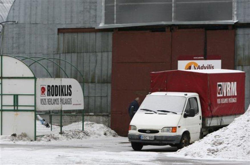 """Tiek bendrovė """"Adgino vizija"""", tiek ir su R.Reklaičiu siejama VšĮ """"Advilio reklamos miestas"""" veikia Simno gatvėje esančiose patalpose, kuriose buvo įsikūrusi reklamos agentūra """"Rodiklis""""."""