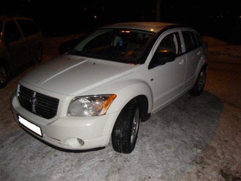 """Įtariamieji naudojosi automobiliu """"Dodge Caliber"""", kurio kėbulo numeris, kaip įtariama, suklastotas, automobilis taip pat gali būti vogtas."""