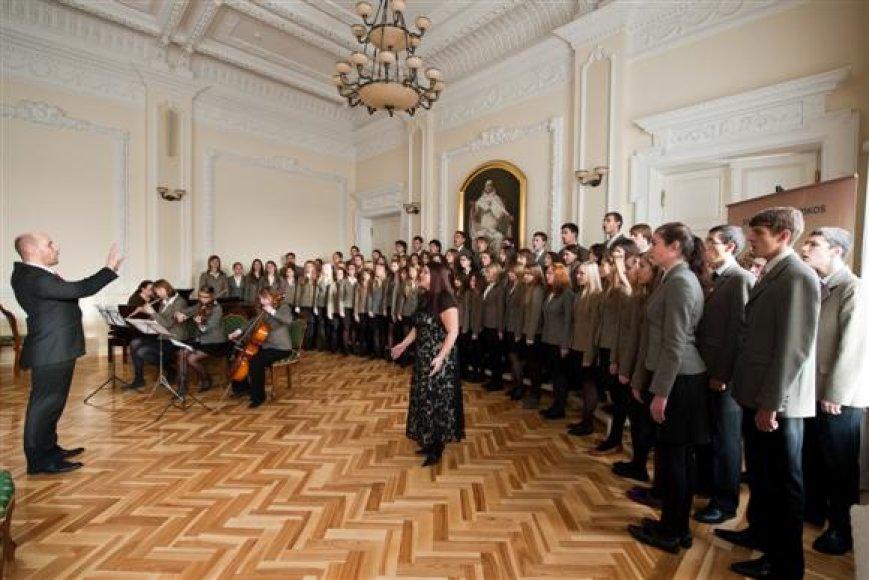 """Per trumpą laiką festivalių ciklo """"Kaunas Cantat"""" organizatoriai užmezgė glaudžius tarptautinius ryšius. Jie bendradarbiauja  su Italijos, Lenkijos, Rusijos, Slovakijos festivalių rengėjais."""
