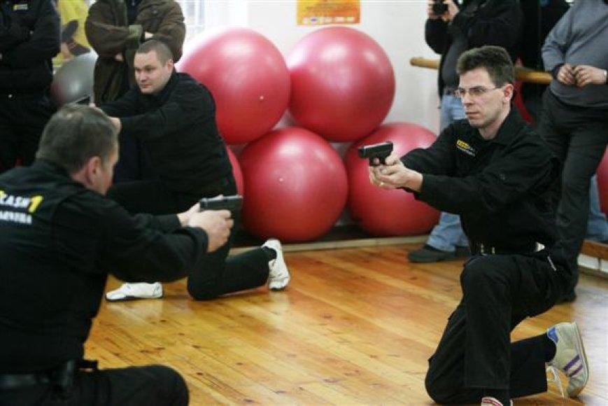 ), Lietuvoje įvedus eurą, su didžiulėmis pinigų sumomis dirbančių apsaugininkų lauks rimti iššūkiai.