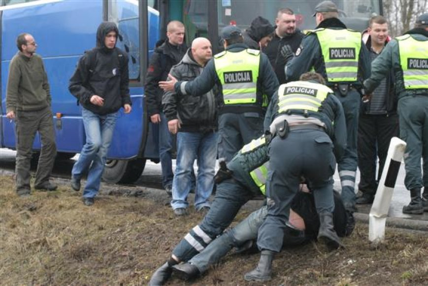 Lenkijos sirgalių ir policininkų grumtynės
