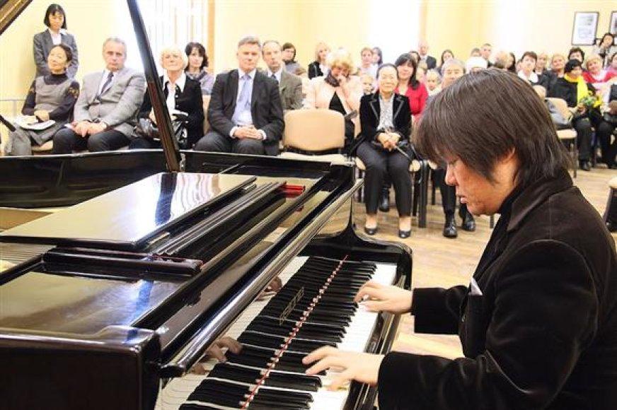 Japonijos ambasadorės padovanoto koncerto akimirka
