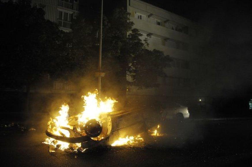 Prancūzijos sostinėje degė automobiliai
