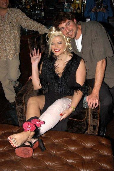 Foto naujienai: Anna Nicole Smith (1967-2007). Vis dėl to nužudyta?