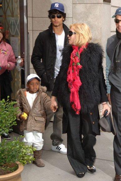 Foto naujienai: Iškoneveikė popkaralienę Madonną