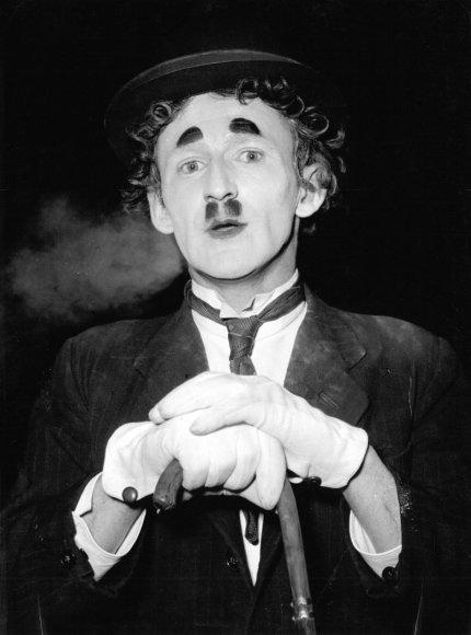 Foto naujienai: Charlie Chaplinas. Skandalingas Mažojo Valkatos gyvenimas