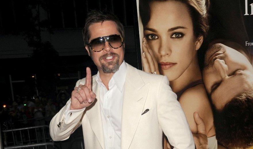 Foto naujienai: Bradas Pittas: nė žingsnio be tualeto
