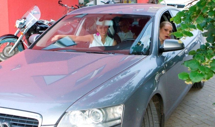 """Foto naujienai: Nijolė Pareigytė-Neli neteko savo """"Audi Q7""""?"""