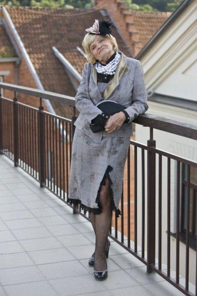 """Foto naujienai: 66 metų aktorė Olita Dautartaitė į """"Moterų alėją"""" atmina dviračiu"""