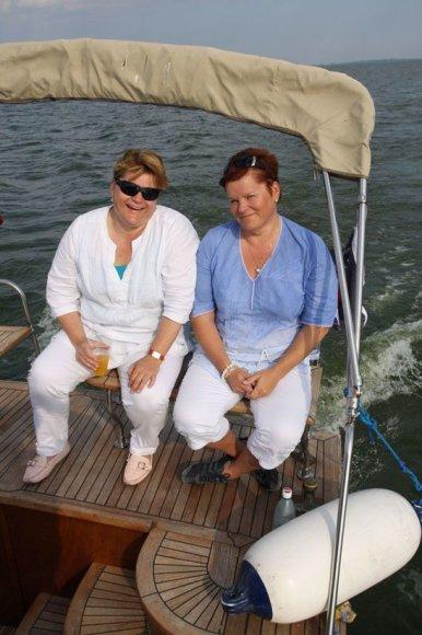 Foto naujienai: Penkiasdešimtmetį atšventusios Brazausko dvynės išgyvena ne geriausius laikus