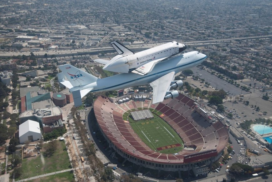 """Erdvėlaivis """"Endeavour"""" atsiveikino su kelionėmis į kosmosą ir bus įkurdintas muziejuje."""